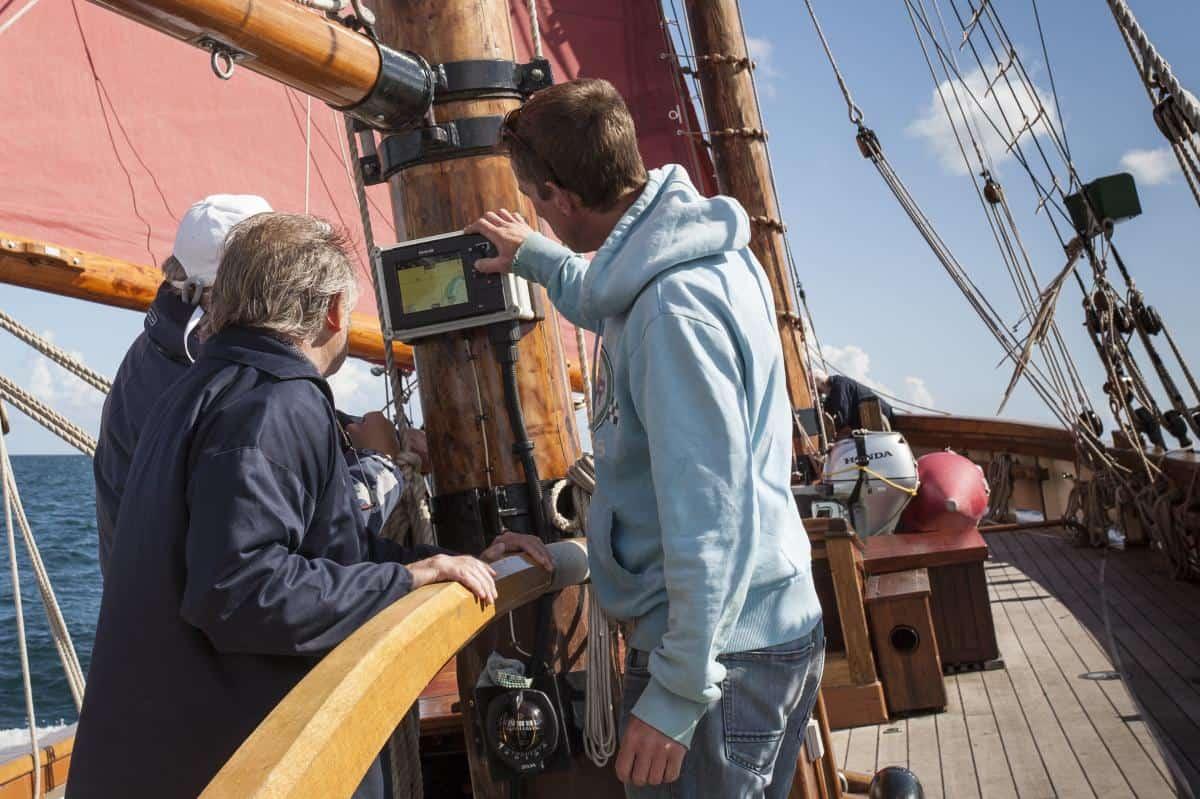 Relief skipper Dave Carson explaining how to keep Pilgrim sailing fast