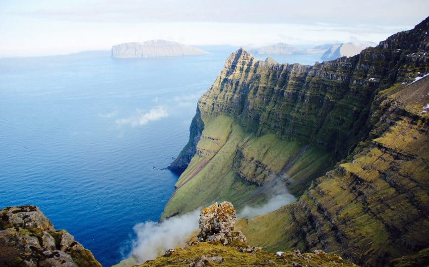Tecla crew climbing giant cliffs in the Faroes