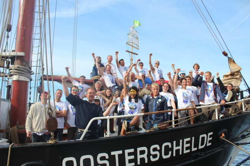 All nationalities, ages and experience enjoy their voyage on Oosterschelde