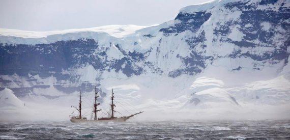 Katabatic winds in Antarctica by Peter Holgate