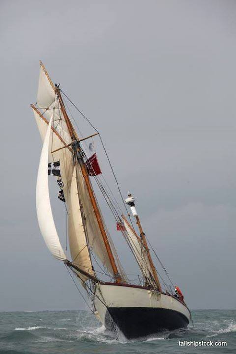 Moosk has a distinctive yawl rig.