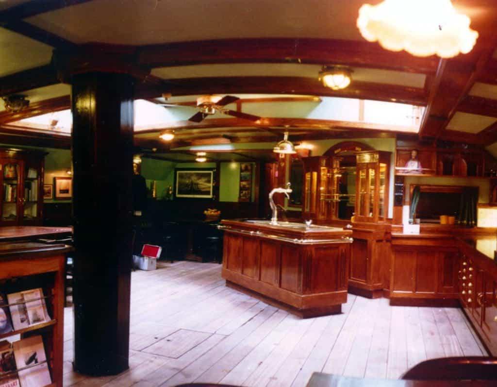Oosterschelde's interior is very traditional and comfortable