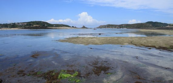Low tide between Tresco and Bryher