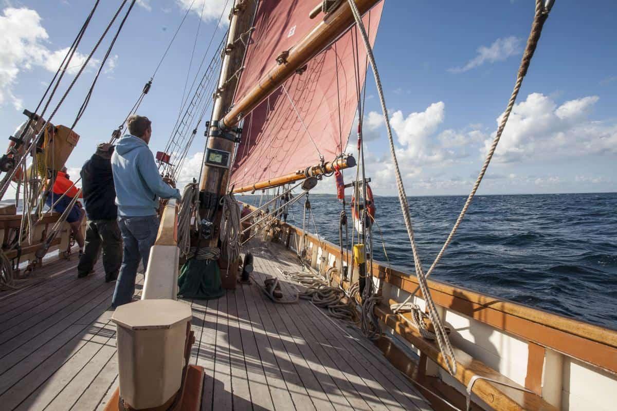 Pilgrim sailing offshore