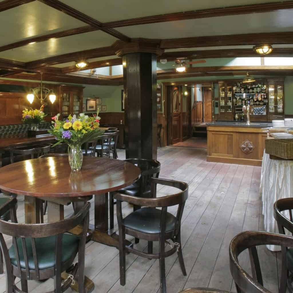 Oosterschelde interior saloon