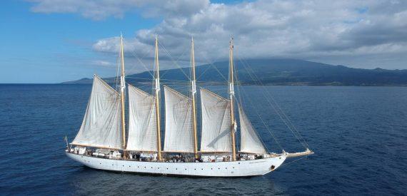 sail on santa Maria Manuela with classic sailing