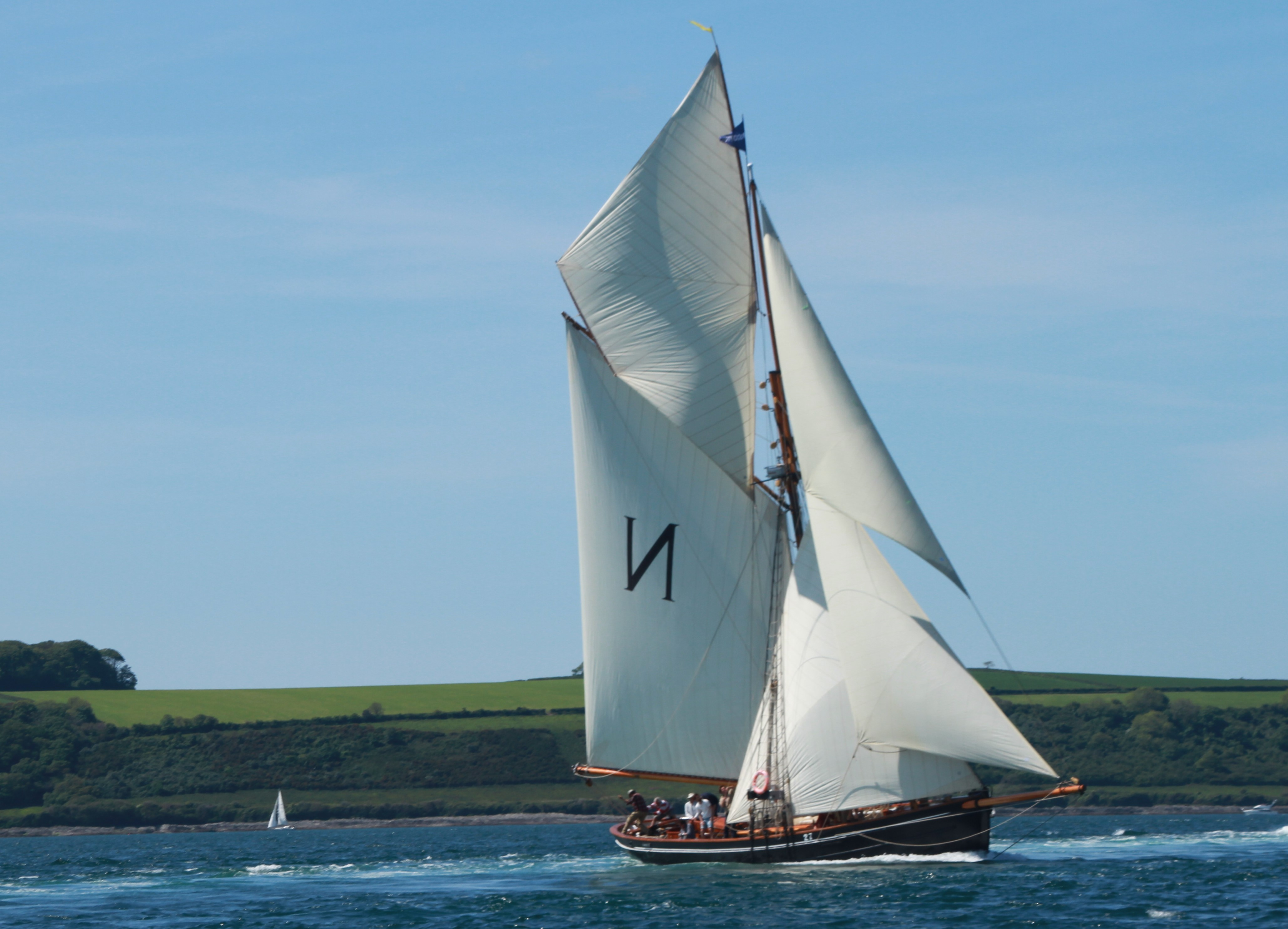 Mascotte under full sail off St Mawes Castle