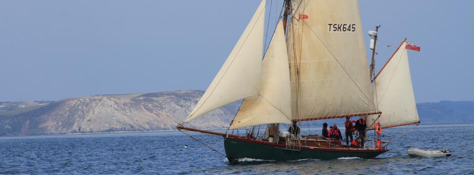"""Moosk under sail"""