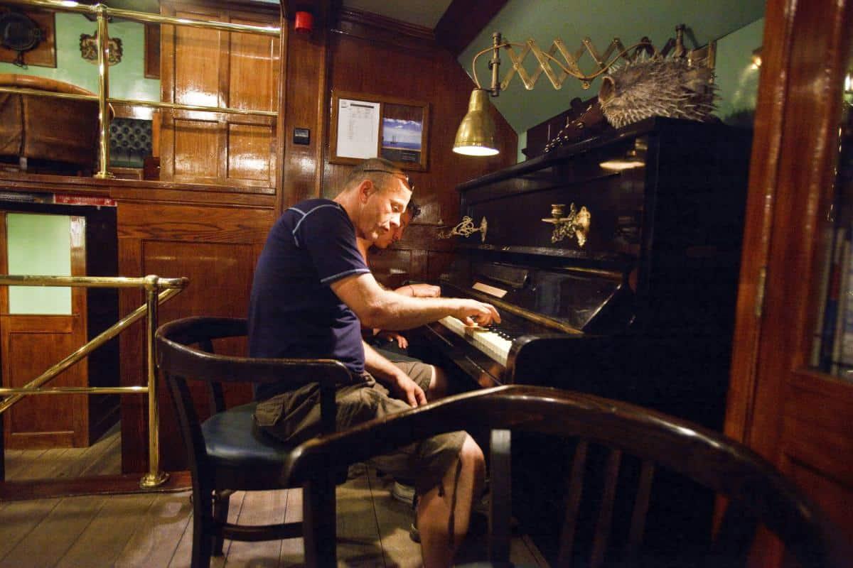 Ocean Concerts. Piano on schooner Oosterschelde.