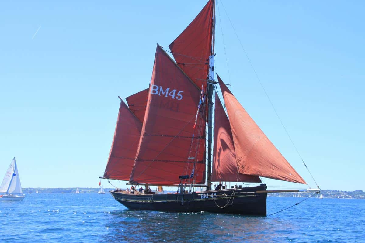 Classic Sailing holiday along the coast on Pilgrim