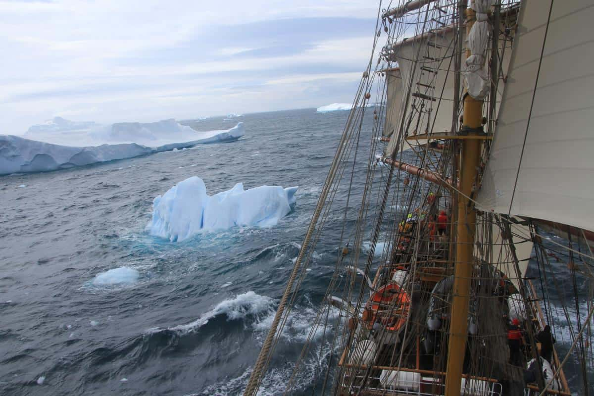 Sailing towards Paulet Island in the Weddell Sea