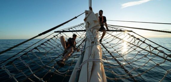 Pelican sails the Darwin200 Voyages
